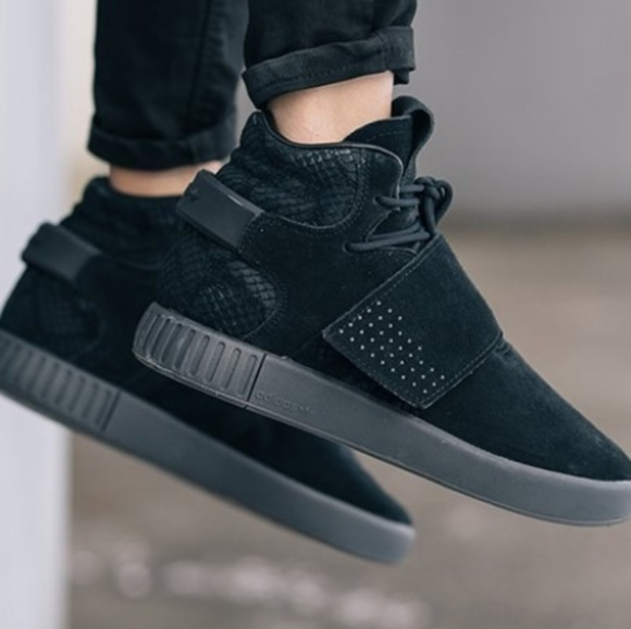 newest 15a85 afb89 Adidas tubular invader strap all black sneakers